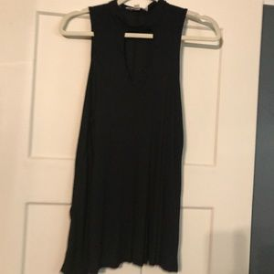 EUC blank tank with key hole in front size m